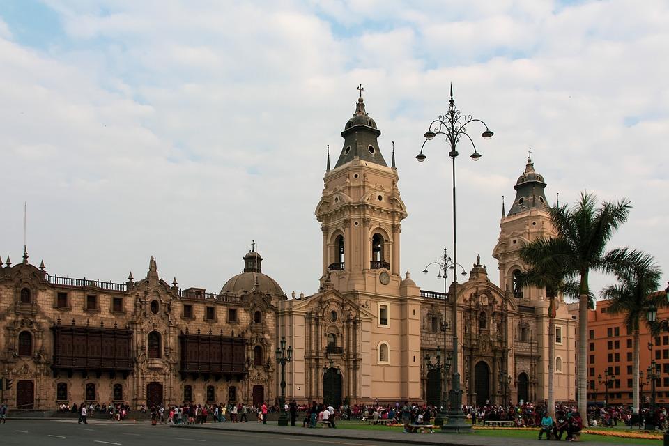 Quels sites touristiques visiter au cours d'un circuit au Pérou ?