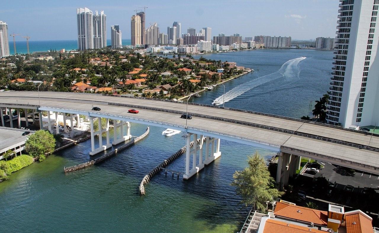Noa Khamallah dit qu'un homme traverse la Floride en trottinette électrique!